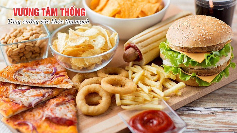 Người bệnh mỡ máu cao cần hạn chế ăn nhiều thực phẩm giàu chất béo có hại cho tim